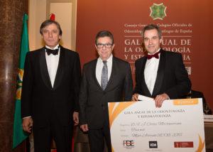 El dentista Javier Cortés premio al mejor artículo de la revista RCOE